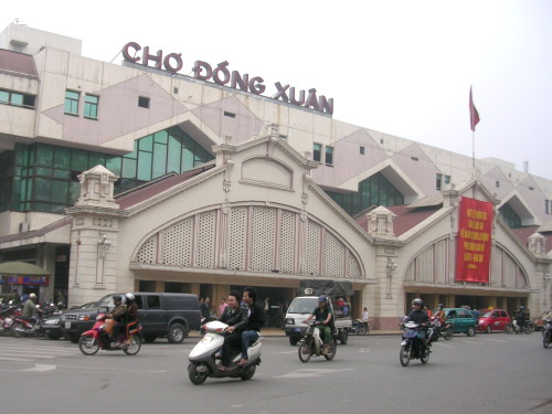 Cho Dong Xuan, the largest market in Hanoi and North Vietnam