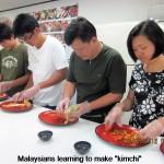 "Malaysians learning to make ""kimchi"""