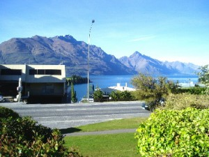 Lake Wakatipu in the background
