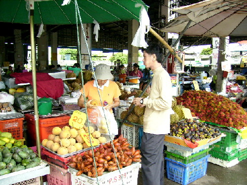A fruit stall at Bandu Municipality Market, Chiang Rai
