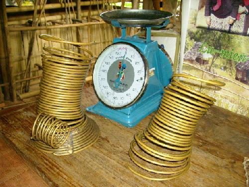 Use a weighing machine to find out the weight of a Karen brass coil