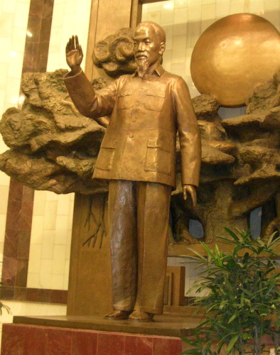 Statue of Ho Chi Minh in the museum