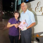A tour-member thanks the bus driver, Yoshikawa