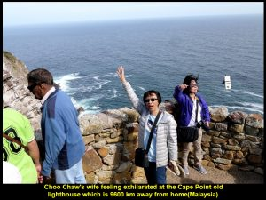 Choo Chaw's wife feeling exhilarated at the Cape Point old lighthouse that is 9600 km from home(Malaysia)